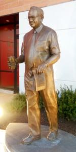 Dave Thomas statue